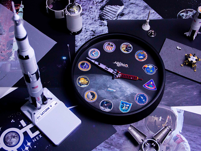 Apollo AR Clock and Saturn V AR Metal Model