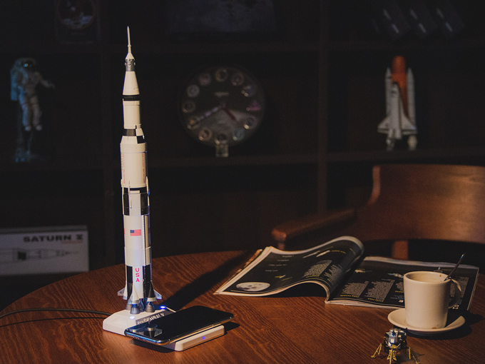 Apollo AR Clock and Saturn V AR Metal Model